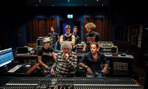 Studio-with-producer-Attie-Bauw-c-Tijs-van-Leur-1